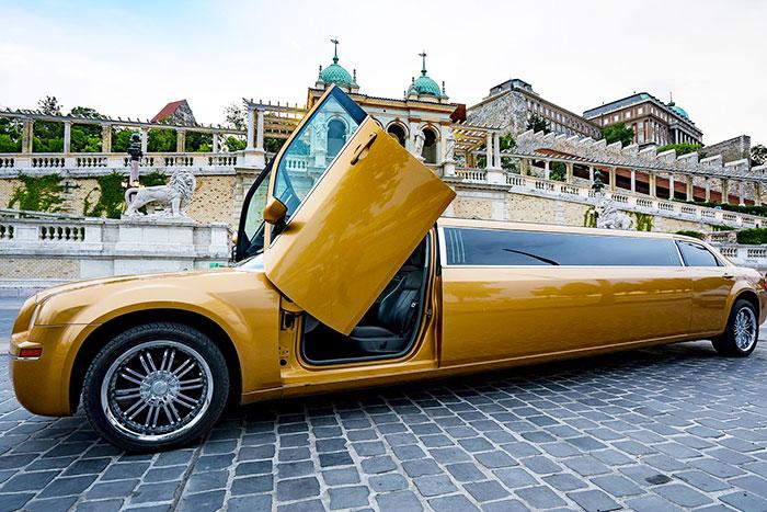 Party limuzin bérlés Budapest - Chrysler Gold limuzin