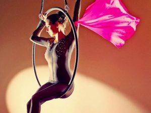 Légi karika műsor, aerial hoop show műsor rendelés