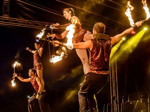 Tűz akrobata show műsor rendelés rendezvényre