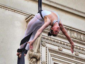 Függöny akrobata műsor rendelés rendezvényre