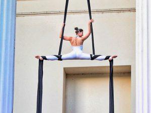 Selyem akrobata műsor rendelés rendezvényre